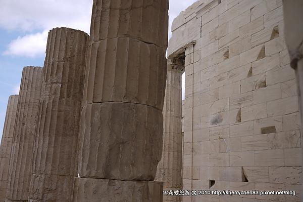 能夠建造那麼大的石柱子真的很厲害呀~