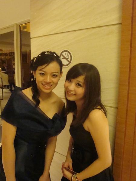 這是新郎的妹妹,我覺得她眼睛超漂亮的,很像MEI學姐
