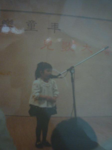 5歲參加兒童歌唱大賽,第三名喔
