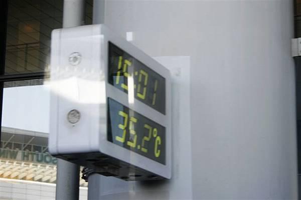 離開成田機場時的溫度,超熱的!