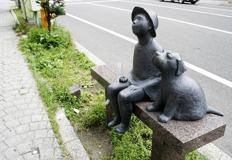 路邊很可愛的雕像