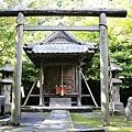 曲水庭園附近的神社.jpg