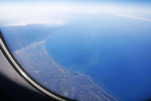 _MG_0029飛機外的蘭陽平原和龜山島.jpg