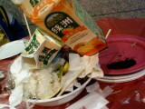 被惡搞的餐桌:))