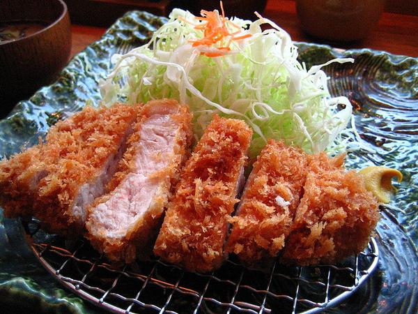 800px-Tonkatsu_by_ayustety_in_Tokyo.jpg
