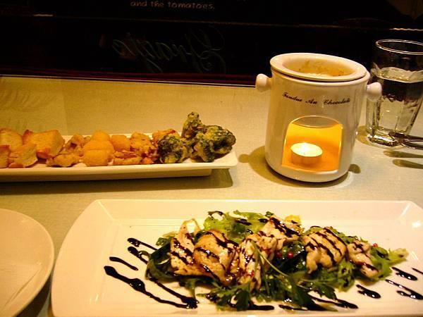 香煎雞肉佐義大利葡萄酒醋&白醬野菇起士鍋