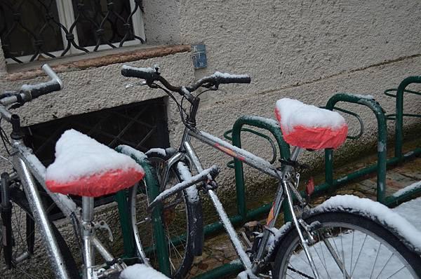 主教府邸廣場旁的腳踏車