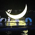 精靈舞於黃色月亮