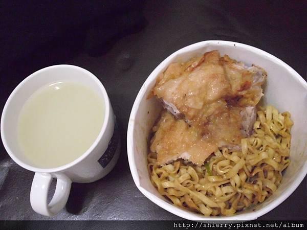 自己製作的雞排乾麵