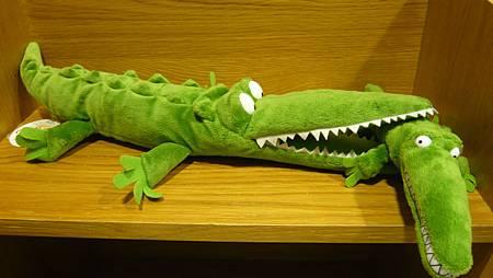 鱷魚玩偶-側面.JPG