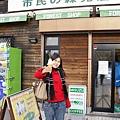 在修道院外,一支300元日幣