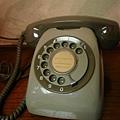 小時候家裡也有這種電話