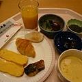 第二天早餐,日式玉米濃湯長像右下角那樣