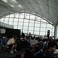 在香港搭美國線會再檢查一次行李,整個很嚴