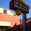 IN and OUT漢堡店,只賣三種漢堡,不過真的好吃