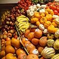 色彩豐富的水果攤