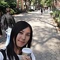 從第五大道走到中央公園,喝咖啡、看旅遊書,曬太陽的感覺超好