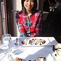 吃完還有甜點上桌,裡面竟然包巧克力...我又怕怕了