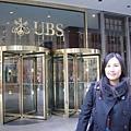 我姐叫我站在這給她拍,結果這是瑞士銀行...拍這幹嘛啦吼!