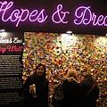 紐約遊客中心,本來想要跟便條紙牆拍一張,但有人站在那...唉