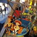 玩具反斗城裡的小型摩天輪