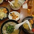 隨便找間店吃拉麵,中間的泡菜免費續盤,我一個人吃超多