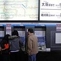 日本火車很方便,到大站需要多少錢都直接寫在上面給妳看了(右上角)