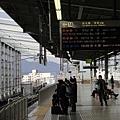 我們要搭9:52到神戶,這班新幹線的車是比較新的