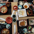 傳說中的湯豆腐在右上角,很清淡的可怕
