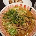 雜菜拉麵+餃子,很好吃,但雜菜麵似乎很油