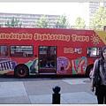 在國外要參加一個城市最簡便的方式,搭乘觀光巴士,但我沒搭只是來張合照證明我來過(哈)