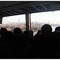 搭接駁巴士去集合地點,從皇后區往曼哈頓的路上