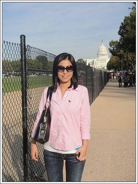 我姐跟我說後面那棟是白宮,不懂裝懂~那根本不是白宮,整個給她騙騙去...