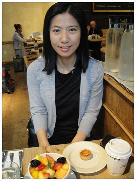 外國人喜歡吃切好的早餐,水果盤都是一堆瓜