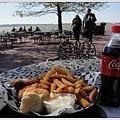 今日午餐是炸雞+薯條配可樂