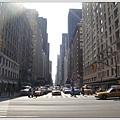 第六大道,從中央公園出口處看過去的景象