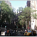 三一教堂,在金融區附近,走著走著就走到了