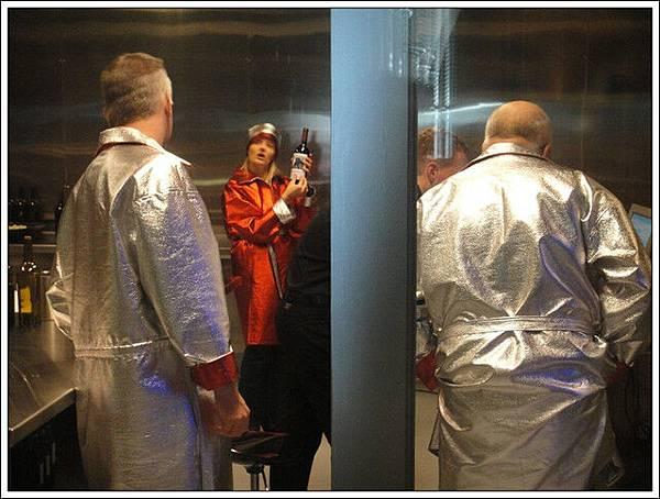這間研究室的服裝好花俏