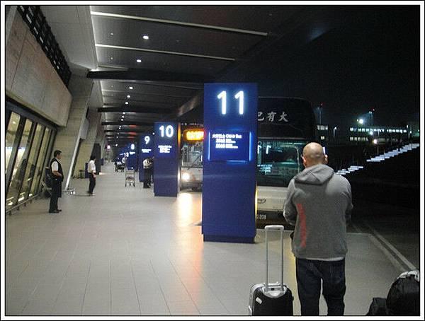 台灣機場的巴士接駁地點變了