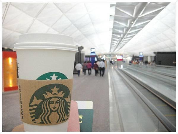 在香港轉機回台灣,馬上來一杯美國星巴克喝不到的抹茶拿鐵