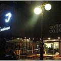 1678021270-雨中的咖啡館.jpg