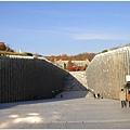 很特別的建築,走進去有梨大讀書室