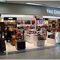 金浦機場很小,所以免稅店也小小的