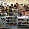 在免稅店賣的化妝品,一次都要整組整組的買
