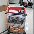 金浦機場,一入境就看見賢重
