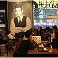 小小一個咖啡廳很多人