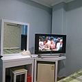有些房間電視好一點,有些還更舊