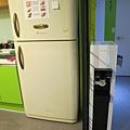 冰箱裡有蛋可以免費煎來吃,還有個小小飲水機