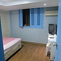 Lime Stay hostel二人房空間算大,行李打開平躺都沒問題