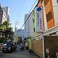 跟Hostel Korea 6在同一條巷子裡,圖中左邊綠色扛棒才是Lime Stay,不是右邊這間HK6喔~